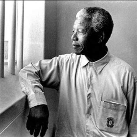 Prisoner 46664 Nelson Mandela revisiting his prison cell ...