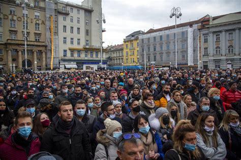 Protestan en Croacia contra restricciones por Covid 19 ...