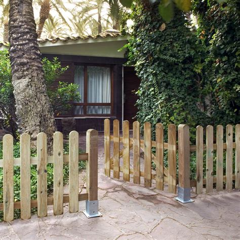 Puerta de madera de pino tratada para valla Catral Garden