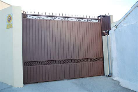 Puertas de garaje: Productos y servicios de Cerrajería ...
