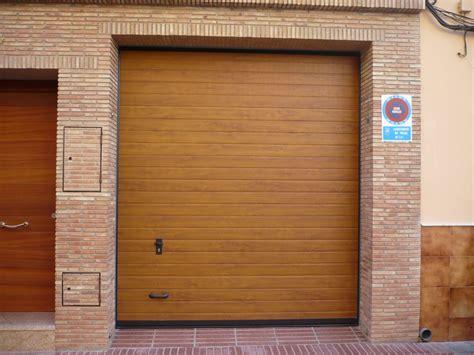 Puertas de Garaje Valencia  【EXPERTOS • ECONÓMICAS】