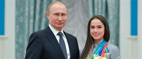 Putin honors Russian Olympic medalists, as IOC lifts ...