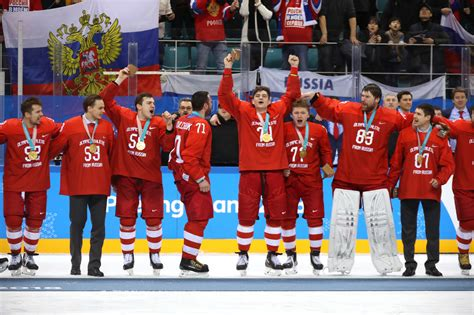 Putin thanks ice hockey players for singing Russian ...