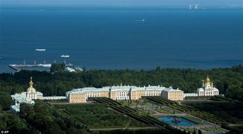 Putin's Palace – To Inform is to Influence