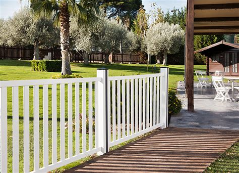 PVC Fencing and Garden Products   Extruplesa S.A.