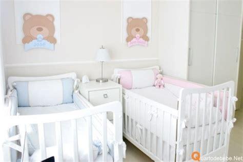 Quarto de bebê de gêmeos casal em tons rosa e azul