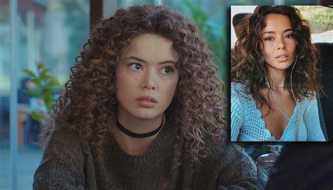 ¿Qué actriz interpreta a Sirin, la hermanastra de Bahar en ...