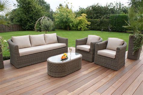 Qué muebles de jardín necesitas