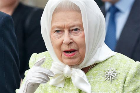 Queen Elizabeth II secret hand signals explained | Daily Star