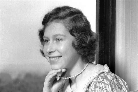 Queen Elizabeth II Was A Bookworm In Her  40s Princess ...