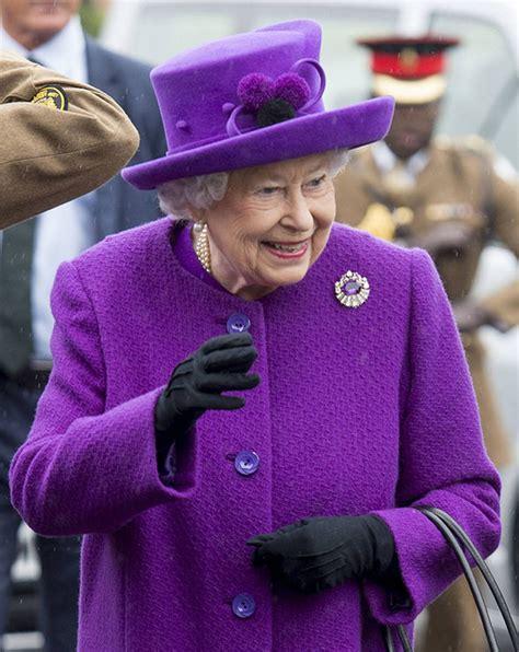 Queen Elizabeth news: Latest pictures of Queen show her at ...