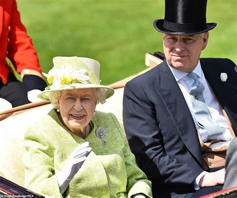 Queen opts for light green ensemble as she arrives for the ...