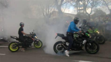 Quemando rueda varias motos por El Motorista Jerez de la ...