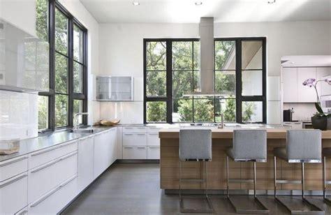 Quizás el sitio ideal para tener el fregadero en la cocina ...