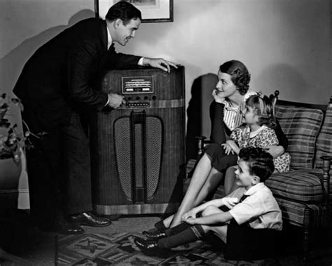 radio    Kids Encyclopedia | Children s Homework Help ...