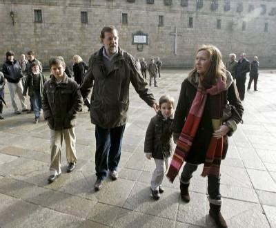 Rajoy admits to not helping with the household chores