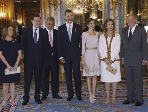 Rajoy, con los cuatro Reyes   loc   EL MUNDO
