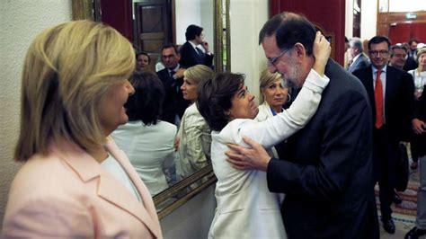 Rajoy se despide de la Moncloa ofreciendo una copa ...