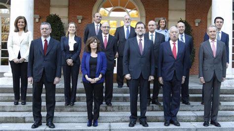 Rajoy se limita a un ajuste en su primer cambio de Gobierno
