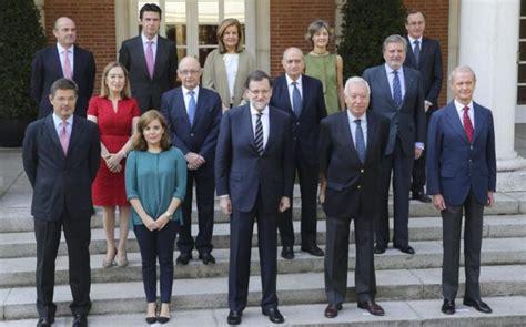 Rajoy y ministros posan para la foto del último Gobierno ...