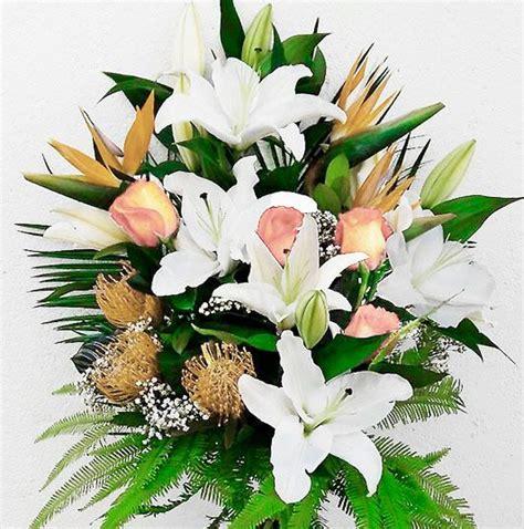 Ramo flores difuntos color claro. Envío urgente tanatorio