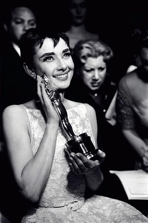 Rare Photos Of Iconic Actress Audrey Hepburn Off Of The ...