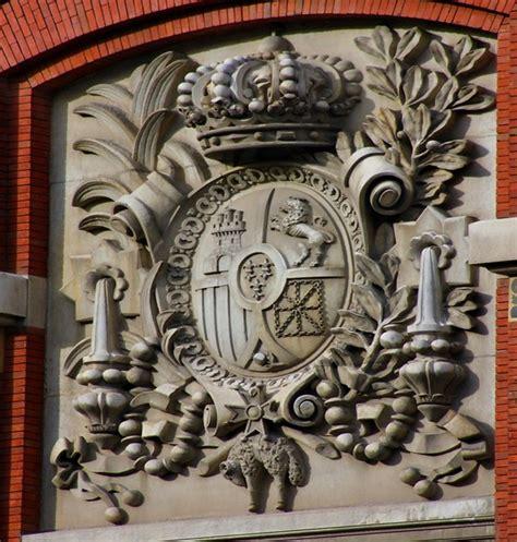 Real Academia Española. Escudo de la fachada a la calle Mo ...