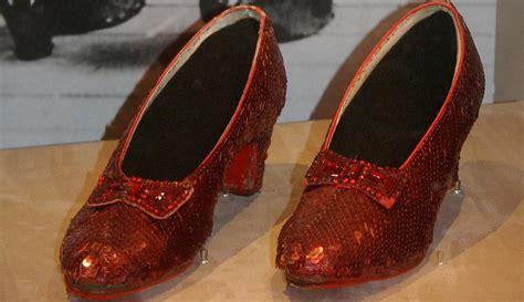 Recaudaron miles de dólares para restaurar zapatos de  El ...