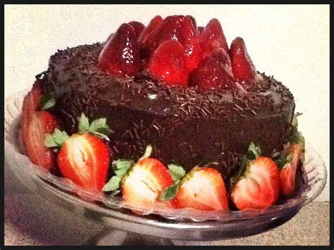 Receta de Pastel Exquisito de Chocolate con Fresas