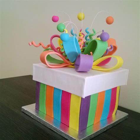 Receta de Receta de tarta fondant sorpresa | Hacer cajas ...