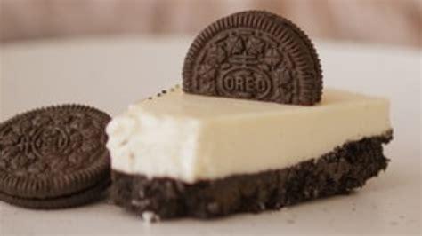 Receta de tarta de chocolate blanco y negro con Oreo