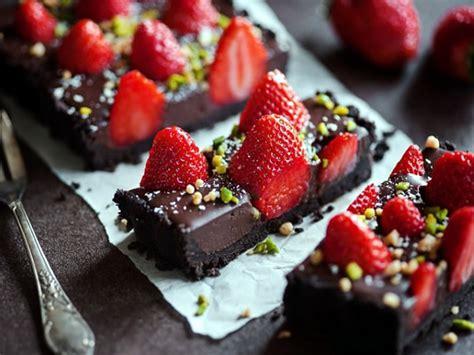 Receta de tarta de fresas y chocolate sin horno ...