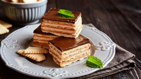 Receta de tarta de galletas, chocolate y natillas, un ...