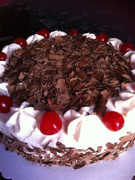Receta de Torta Selva Negra de chocolate con cerezas ...