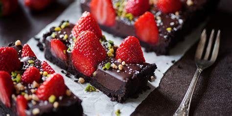Receta Tarta de chocolate con fresas sencilla   Cocina rico