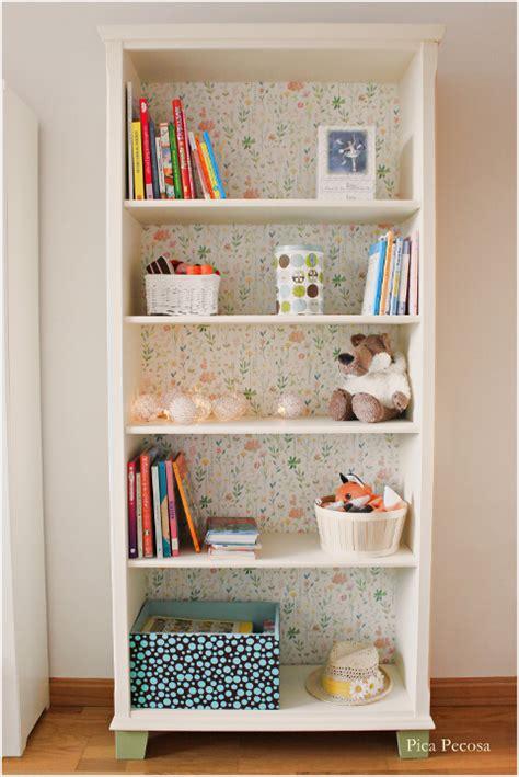 Recicla una estantería de Ikea con chalk paint y papel ...