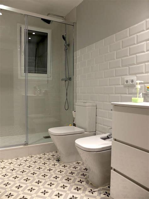 Reforma de Baño con pavimento hidráulico y baldosas tipo ...