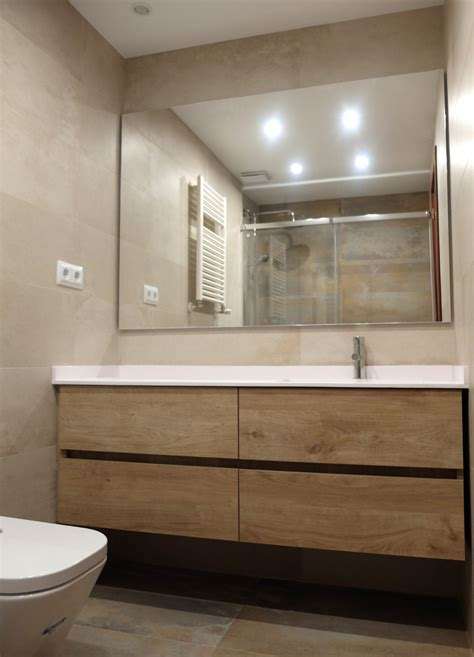 Reforma de baño en Barcelona con mueble laminado imitación ...