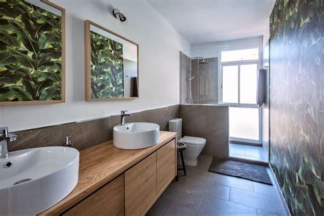 Reforma de baño. Muebles de lavabo a medida y ducha de ...