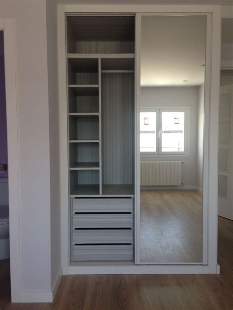Reformaplus | Armario lacado con espejo e interior diseño ...