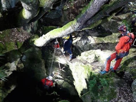 Rescatat l'espeleòleg accidentat a l'Avenc de l'Esquerrà ...