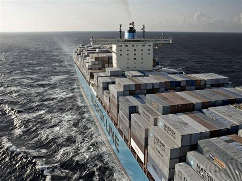 Responders Tracking Containers Lost Off North Carolina