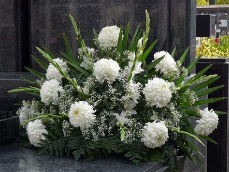 Resultado de imagen de centro flores todos los santos ...
