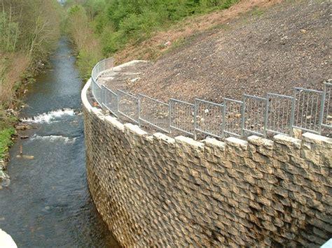 Retaining Walls   Earth Retaining Structures   Tensar ...