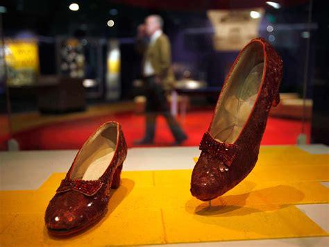 Retiran del Smithsonian zapatillas de rubí del Mago de Oz ...