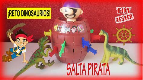 Reto dinosaurios de juguete juegan a Salta Pirata de ...