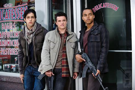 REVIEW: Red Dawn  2012  | ManlyMovie