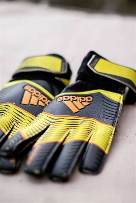 Reviews of the Best Goalkeeper Gloves of 2019   AthleticLift