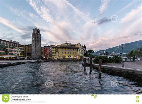 Riva del Garda imagen de archivo editorial. Imagen de ...