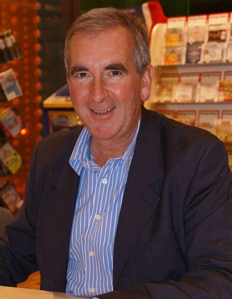 Robert Harris  novelist    Wikipedia